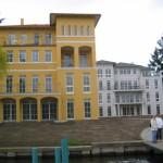 Villa am Wasser und Villa im Garten